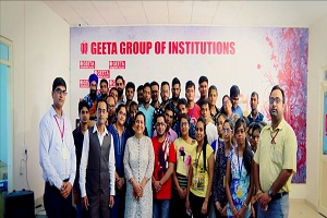 Rajeev Anand the Motivational Speaker Taking Pic with students and faculties of geeta group while conducting session on Seo Services