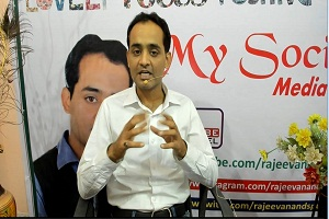 Rajeev Anand the Motivational Speaker talking about advanced seo techniques services
